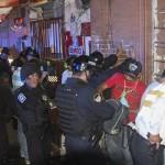 """MÉXICO, D.F., 28FEBRERO2014.- Al rededor de 30 detenidos entre ellos 2 policias ministeriales que se encontraban ingiriendo bebidas embriagantes en la via pública fueron detenidos como parte del operativo """"Rastrillo"""" que se realizó en las colonias con alto indice delelictivo de la Cuahutemoc. FOTO: SAÚL LÓPEZ /CUARTOSCURO.COM"""
