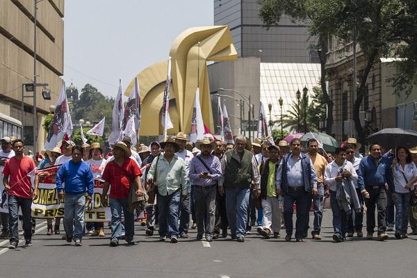 MÉXICO, D.F., 10AGOSTO2015.- Campesinos agrupados en la Coordinadora Nacional Plan de Ayala marcharon sobre avenida Reforma hasta la Secretaría de Gobernación.  FOTO: ISAAC ESQUIVEL /CUARTOSCURO.COM