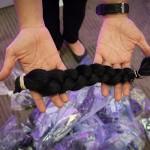 MÉXICO, D.F., 13ABRIL2015.- El Centro Médico ABC en compañía de organizaciones altruistas organizaron un evento para donar cabello a pacientes enfermos de cáncer. Decenas de mujeres, incluyendo niñas de hasta 5 años de edad, acudieron a donar una parte de su cabello para hacer pelucas. Los estilistas participantes les peinaban una trenza a las donadoras para cortarselas, posteriormente les hacían un peinado a su gusto; con 5 trenzas se puede hacer una peluca. Los organizadores comentaron que esperan juntar más de 150 trenzas.  FOTO: DIEGO SIMÓN SÁNCHEZ /CUARTOSCURO.COM