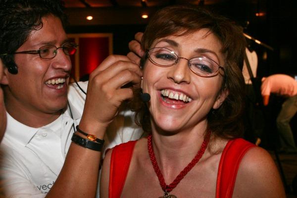 MEXICO, D.F., 29JUNIO2009.- La comunicadora Fernanda Tapia se alista previo a la presentacion del sexto aniversario del programa Entre lo Publico y lo Privado, trasmitido por el canal 40. FOTO: SAUL LOPEZ/CUARTOSCURO.COM