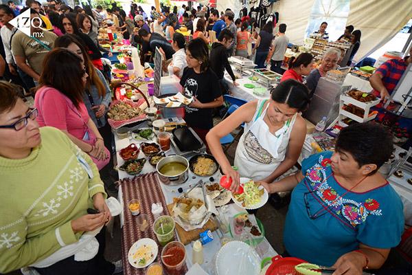 (México - CDMX 19 Mar 2016) Inicia la Segunda Feria del Taco Vegano en la explanada del Monumento a la Madre en  la Cuauhtémoc, donde se ofrecen tacos libres de carne las mejores variedades de este platillo en todas sus formas y sabores, el evento contará con la presencia de los mejores exponentes de la cocina vegana provenientes de diversos estados de la República, e incluso del extranjero