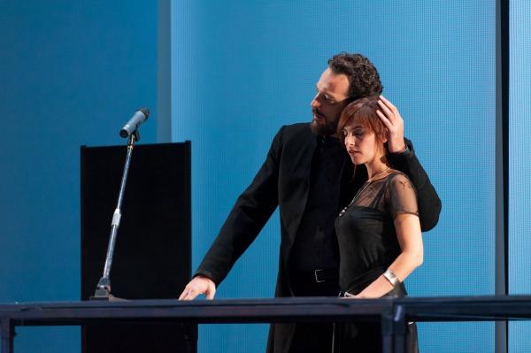 Hamlet llega a Bellas Artes más humano y débil
