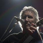 MÉXICO, DF 27ABRIL2012.- El músico ingles, Roger Waters, presentó la obra maestra de la legendaria banda de rock, Pink Floyd, The Wall, la noche de hoy en el Foro Sol. El músico dedico el concierto a las muertas de Juárez.  FOTO: FRANCISCO RODRÍGUEZ /CUARTOSCURO.COM