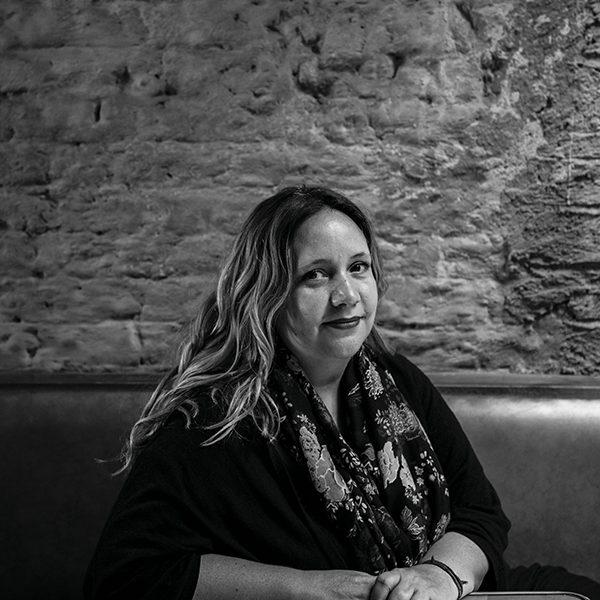 La documentalista María José Cuevas, directora de Bellas de noche, en el Cine Tonalá. Foto de Odette de Siena