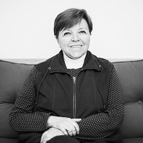 Elsa Cross, poeta y traductora, Premio Nacional de Ciencias y Artes en Lingüística y Literatura en su casa de la CDMX. Foto, Lulú Urdapilleta