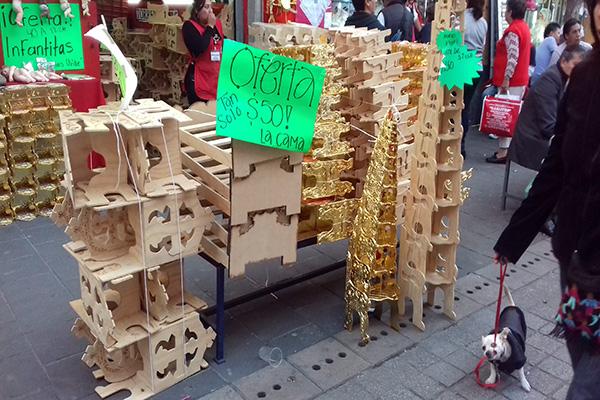 Las calles del centro hist rico en donde se visten ni o for Sillas para nino dios