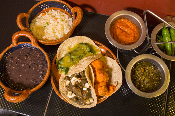 Come tacos de guisado en la Ciudad de México