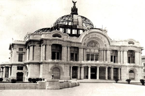 El Palacio de Bellas artes es uno de los teatros más importantes de la ciudad