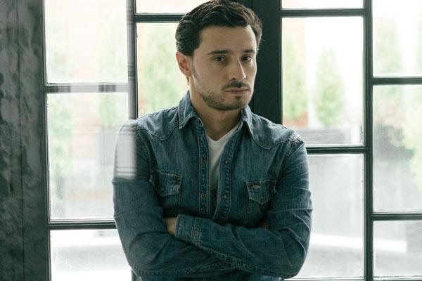 David Barraza es guionista de cine y televisión. Actualmente trabaja en la serie Infidel