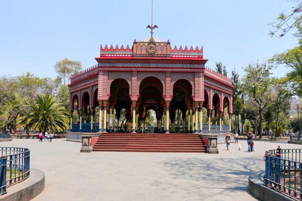 Conoce la historia del kiosco Morisco, en la Santa María la Ribera