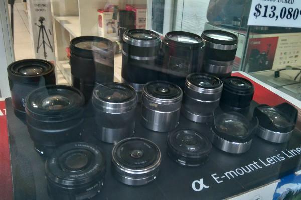 En la calle de Dónceles se venden cámaras y todo tipo de equipo fotográfico.