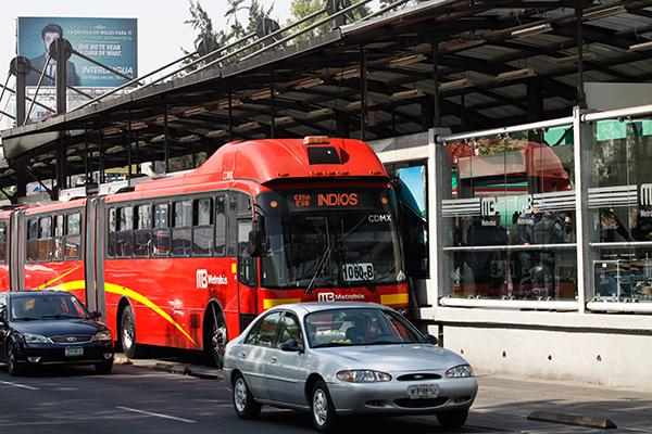 trafico, metrobús y transporte