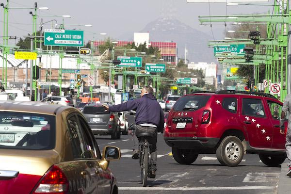 ciclistas que despiertan imaginando una ciudad que no existe