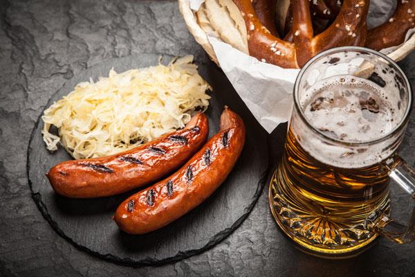 Nibelungengarten lleva once años ofreciendo salchichas alemanas en la CDMX